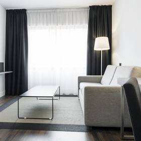 Quarto ilunion suites madrid hotel ilunion suites madrid